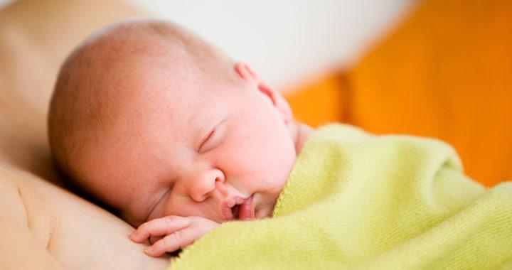 etetés után vörös foltok jelennek meg a csecsemők arcán