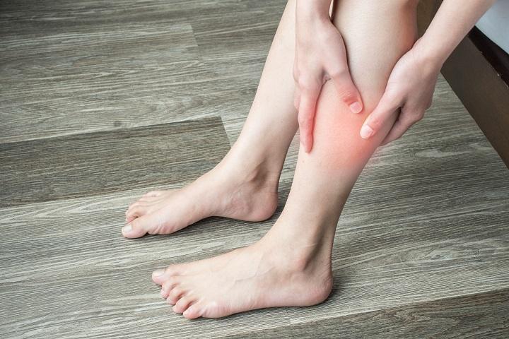 vörös folt a lábcsont fájdalmán)