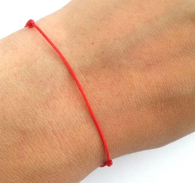 vörös folt jelent meg a csuklón)