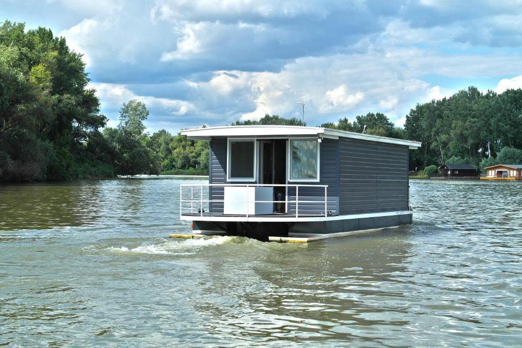 Meleg tó Magyarországon. Hévíz gyógyfürdő