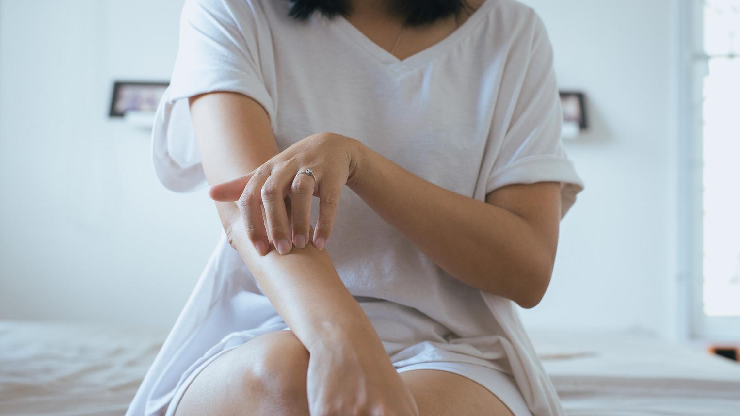 hogyan lehet gyógyítani a pikkelysömör könyökét