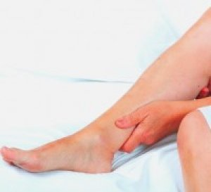 vörös foltok jelentek meg a lábak lábán)